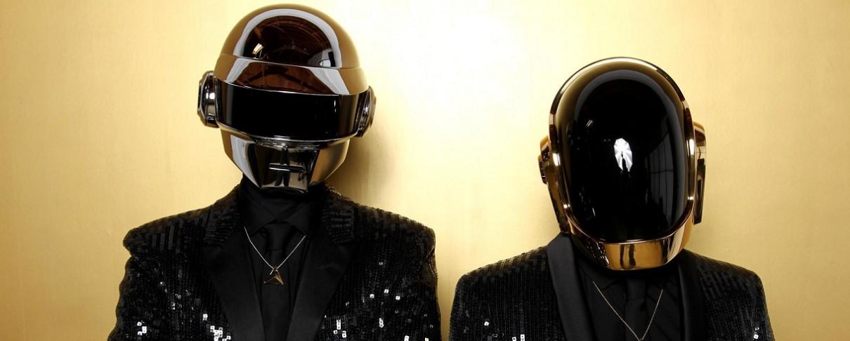 Γαλλική στρατιωτική μπάντα παίζει Daft Punk μπροστά σε Macron και Trump (video)