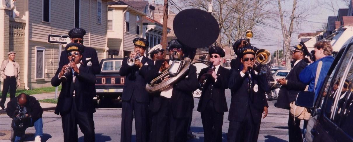 Σε ρυθμούς jazz της Νέας Ορλεάνης η κηδεία του κιθαρίστα των Afghan Whigs (video)