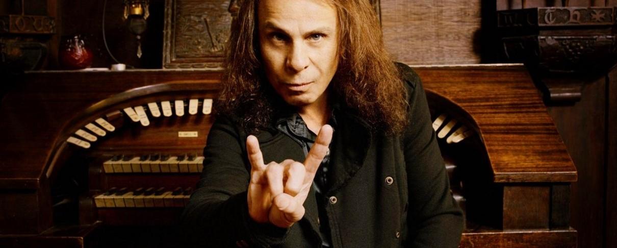Χήρα Ronnie James Dio: «Γελοία και αηδιαστική» η προσπάθεια του Gene Simmons να κατοχυρώσει το devil horns
