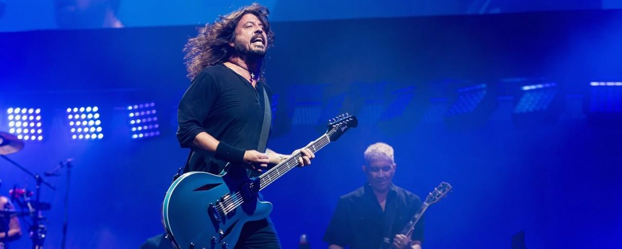 Ένα χριστουγεννιάτικο medley από τους Foo Fighters