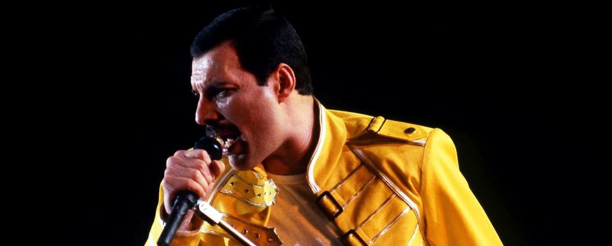 Ο Freddie Mercury στην «ουρά» αεροπλάνων