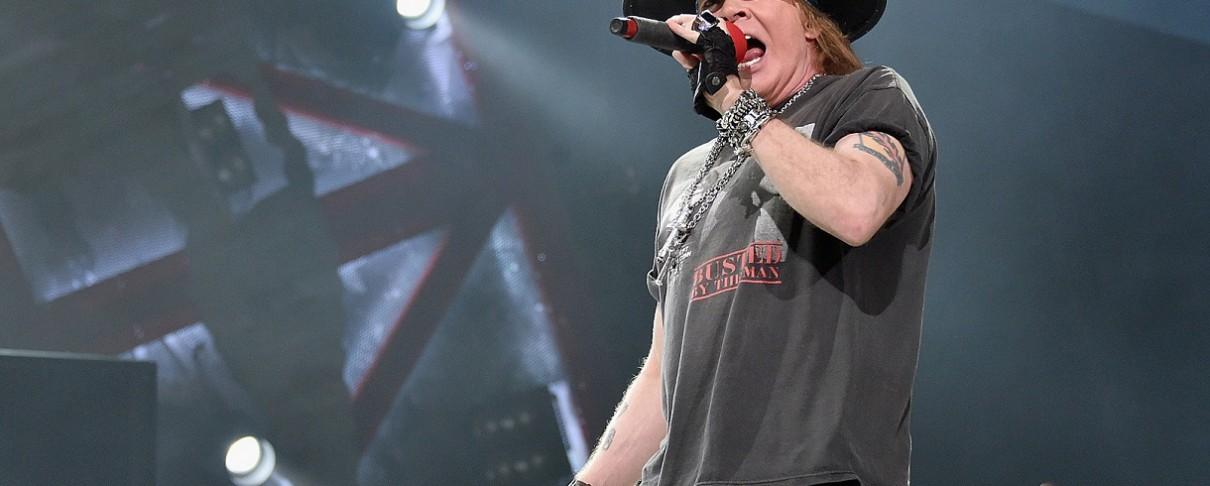 Οι Guns N' Roses στη σκηνή με τον Billy Gibbons