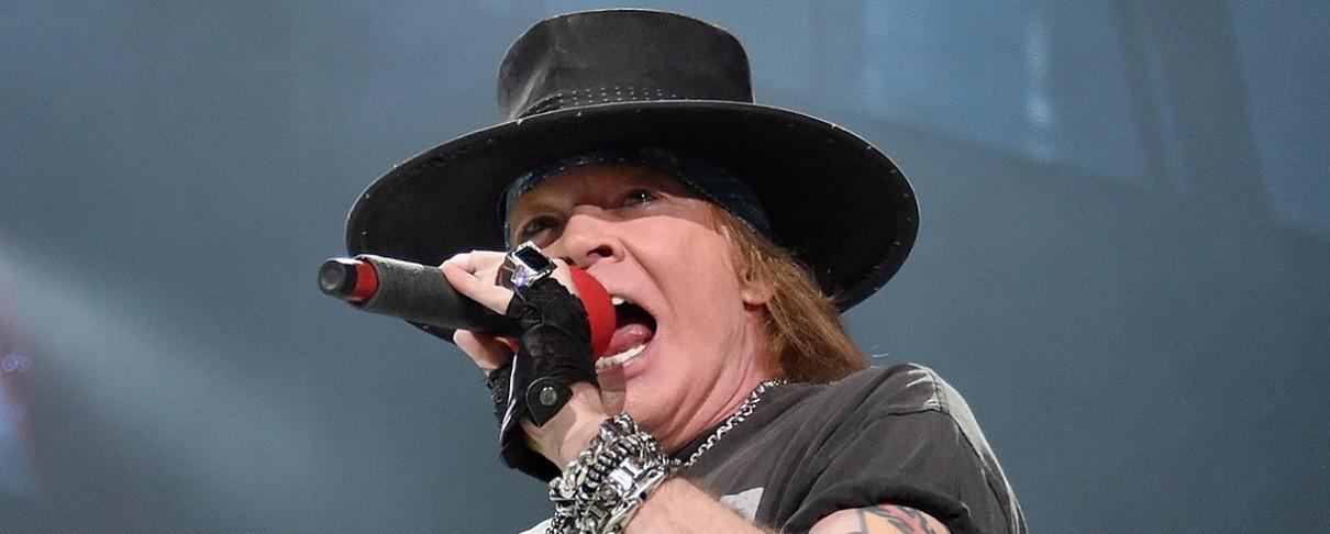 H Pink στη σκηνή των Guns N' Roses (video)