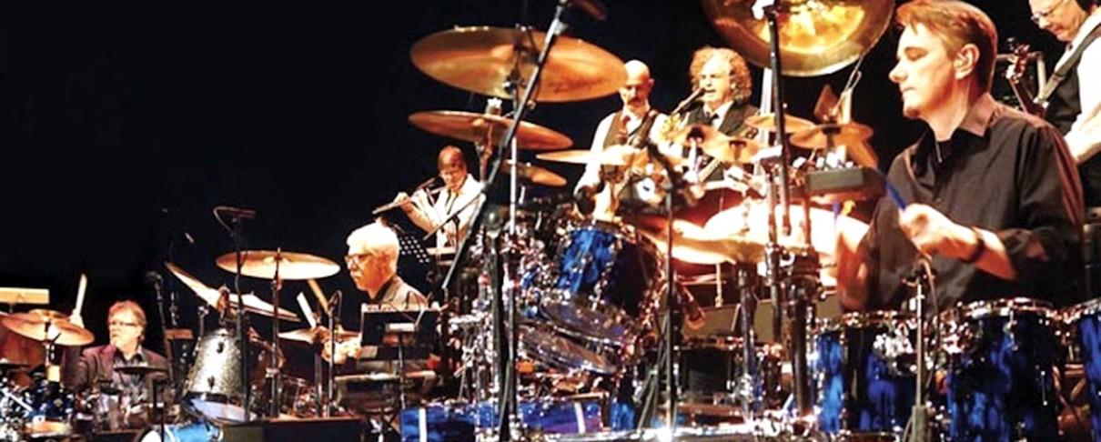 Περιοδεία με τέσσερις ντράμερ για τους King Crimson