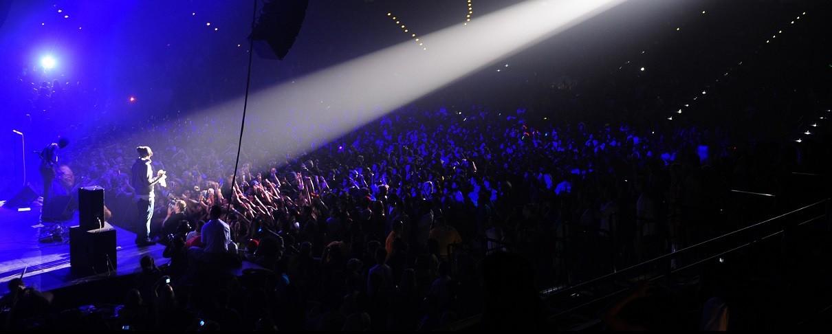 Πρόταση γάμου σε rock συναυλία καταλήγει σε… φιάσκο (video)