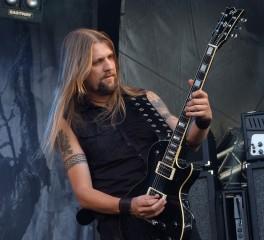 Νέο συμβόλαιο και επιστροφή του αρχικού μπασίστα στους Amorphis