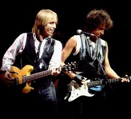 O Bob Dylan διασκευάζει Tom Petty (video)