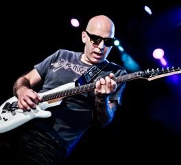 Joe Satriani: «Να διασκευάζεις Hendrix είναι το πιο επικίνδυνο πράγμα στον κόσμο»