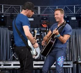 """Οι Coldplay διασκευάζουν Chuck Berry με άρωμα …""""Pulp Fiction"""""""