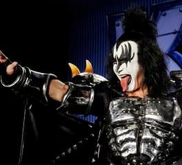 Ο Gene Simmons αποσύρει την αίτηση κατοχύρωσης του devil horns