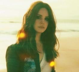 Μυστηριώδεις αφίσες προμηνύουν νέα κυκλοφορία από την Lana Del Rey;