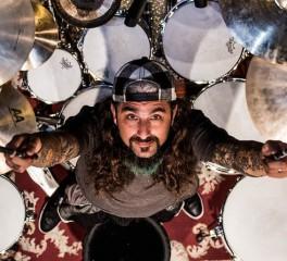 Ο Mike Portnoy υπερασπίζεται τον Lars Ulrich…