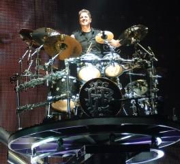 Άγνωστος παριστάνει τον ντράμερ των Nickelback και παραγγέλνει μουσικό εξοπλισμό αξίας 25.000 δολαρίων