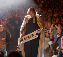 O Rick Wakeman «γυρνάει πλάτη» στην εισαγωγή των Yes στο Rock And Roll Hall Of Fame