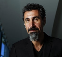 "Serj Tankian: «Οι System Of A Down δεν έχουν ""κοιταχτεί στα μάτια"" για τον επόμενο δίσκο»"