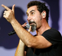 Serj Tankian: «Γάμ..σέ τα τα φωνητικά!»