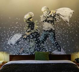 Ο Trent Reznor, o Flea και οι Massive Attack στο Walled Off Hotel του Bansky