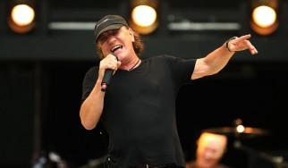 O Brian Johnson επιστρέφει στη σκηνή δίπλα στους Robert Plant και Paul Rodgers