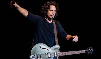 """Ο Chris Cornell διασκευάζει το """"One"""" σε …μουσική U2 και στίχους Metallica"""