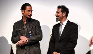 O Serj Tankian παρουσιάζει ένα μεταθανάτιο βραβείο για τον Chris Cornell
