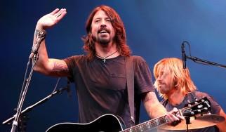 O Dave Grohl αντικαθιστά τον James Hetfield σε ετήσιο φιλανθρωπικό κονσέρτο