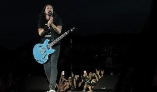 Οι Foo Fighters διασκευάζουν AC/DC με μια «μικρή βοήθεια» από τους Hives