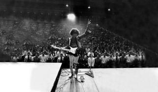 Σε δημοπρασία η Stratocaster του Jimi Hendrix που «επέζησε» από το Monterey