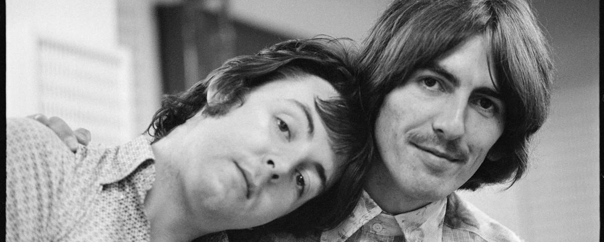 """Μια ακουστική version του """"While My Guitar Gently Weeps"""" των Beatles"""
