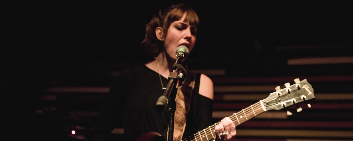Νέο δίσκο ηχογραφεί η Emma Ruth Rundle