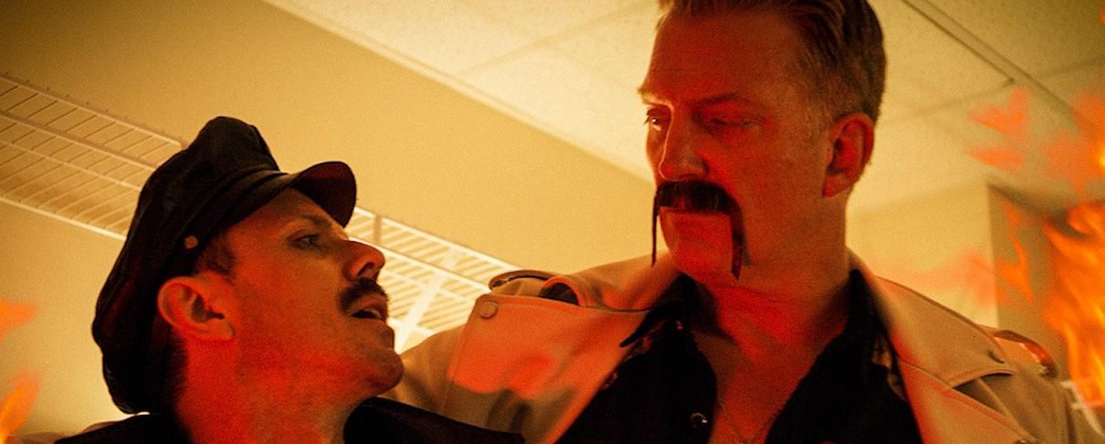 Ο Jake Shears των Scissor Sisters και ο Josh Homme …μπλέκουν τα μουστάκια τους