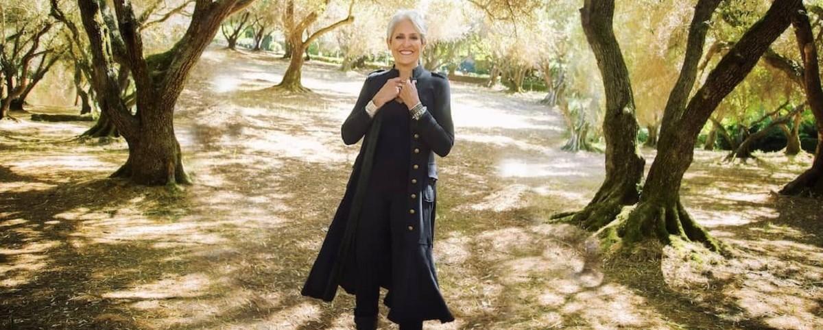 Η Joan Baez διασκευάζει Tom Waits