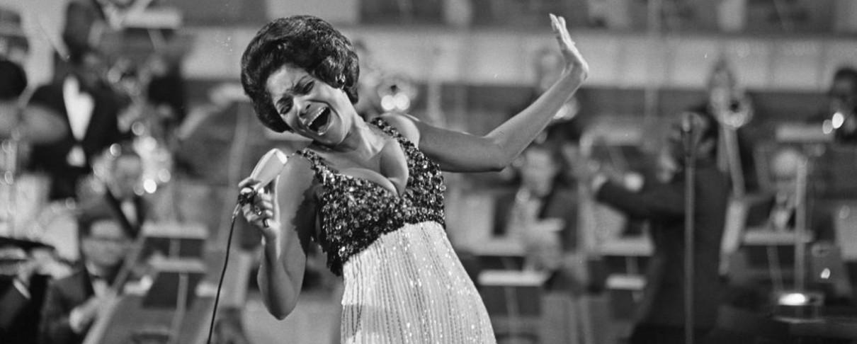 «Έφυγε» η μεγάλη τραγουδίστρια της jazz, Nancy Wilson