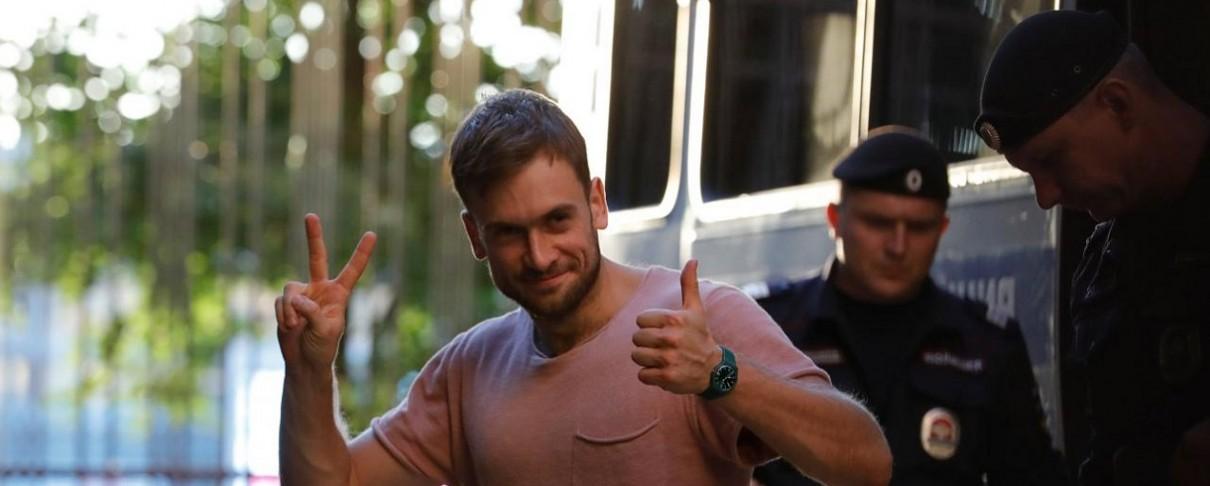Στο νοσοκομείο μέλος των Pussy Riot μετά τη σύλληψή του από τη ρωσική αστυνομία