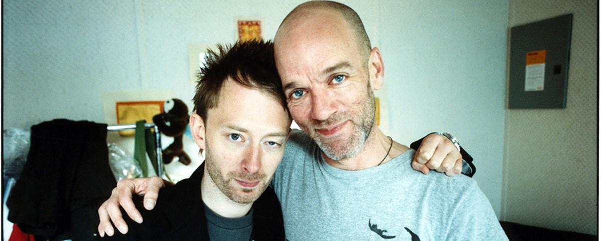 O Thom Yorke τραγουδάει με τους R.E.M.