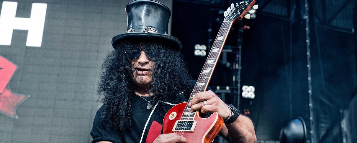 Slash: «Το καπέλο και τα μαλλιά κρύβουν την ντροπαλότητά μου»