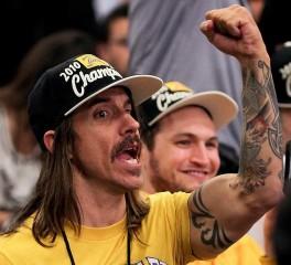 O Anthony Kiedis αποβάλλεται από αγώνα των Los Angeles Lakers