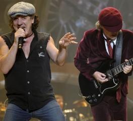 Brian Johnson και Phil Rudd έξω από το στούντιο των AC/DC…