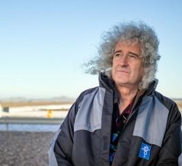Ένα ταξίδι στο φεγγάρι παρέα με τον Brian May
