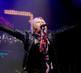 """Οι Def Leppard διασκευάζουν το """"Personal Jesus"""" των Depeche Mode"""