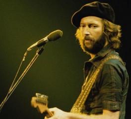 Eric Clapton: «Νιώθω μεγάλη ντροπή για τα ρατσιστικά σχόλια του παρελθόντος…»