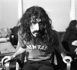 Σε boxset οι μυθικές εμφανίσεις του Frank Zappa στο Roxy Theatre του Hollywood