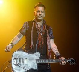 Οι Hollywood Vampires διασκευάζουν Bowie με τον Johnny Depp στα φωνητικά