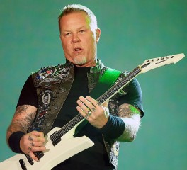 O James Hetfield διασκευάζει Ghost