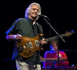 John McLaughlin: «Ο Frank Zappa ήταν εξαιρετικός μουσικός αλλά και ένας τρελός δικτάτορας»