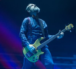 O μπασίστας των Tool ηχογραφεί με τους Death Grips