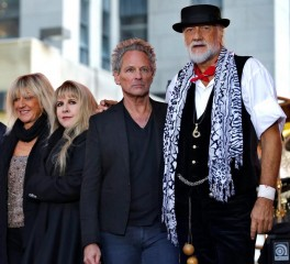 Ο Lindsey Buckingham μηνύει τους Fleetwood Mac