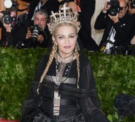 Η Madonna διασκευάζει Leonard Cohen!