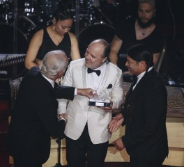 Οι Metallica λαμβάνουν βραβεία, οι Ghost και οι Candlemass αποδίδουν τιμές