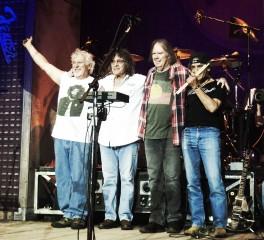 Ο Neil Young ξανασυναντά τους Crazy Horse (video)