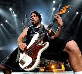 """Οι Metallica διασκευάζουν το """"Major Tom (Coming Home)"""""""